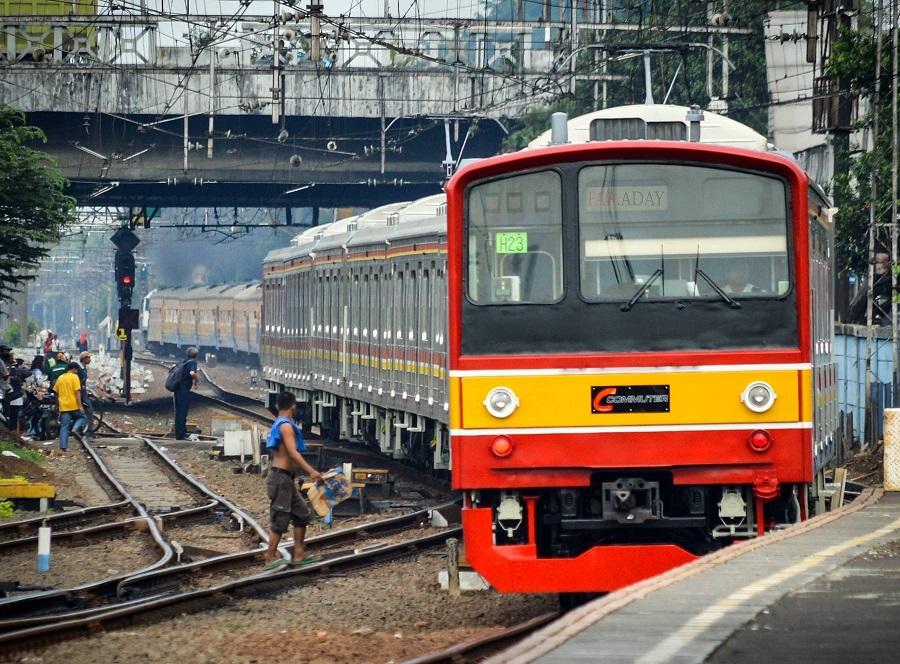 Kakek Tionghoa Berhati Malaikat di Kereta