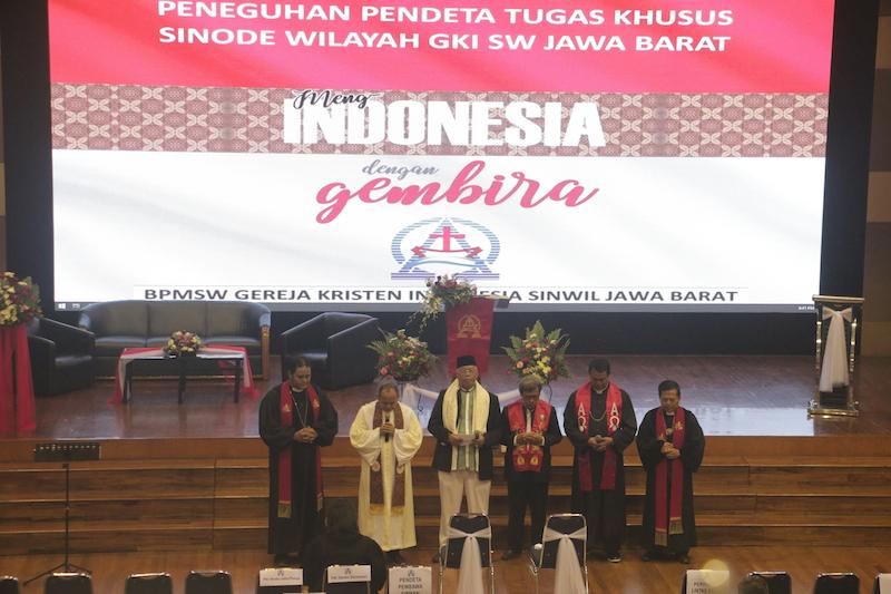 Meng-Indonesia dengan Gembira di Peneguhan Pendeta