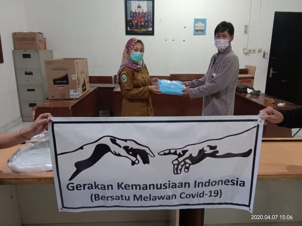 8 set APD diterima oleh Petugas puskesmas pataruman Banjar